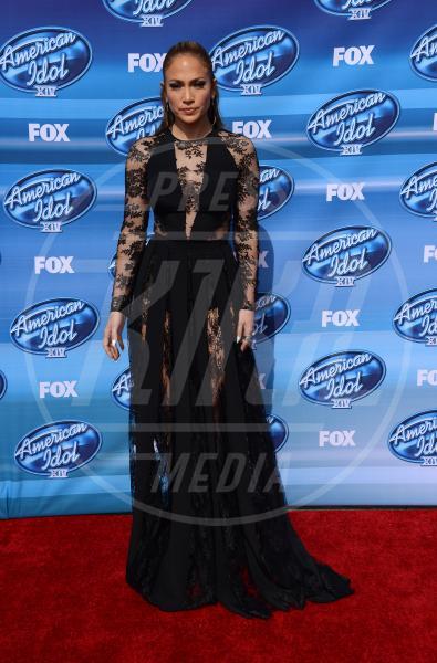 Jennifer Lopez - Hollywood - 13-05-2015 - Pizzo nero, un classico sul tappeto rosso