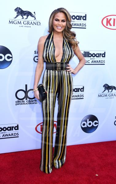 Chrissy Teigen - Los Angeles - 17-05-2015 - Chrissy Teigen Rosie Huntington-Whiteley: chi lo indossa meglio?