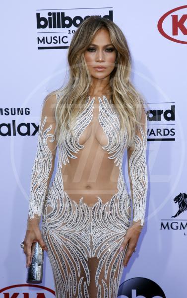 Jennifer Lopez - Las Vegas - 17-05-2015 - Ha quasi 50 anni ma sul red carpet la più sexy è sempre lei