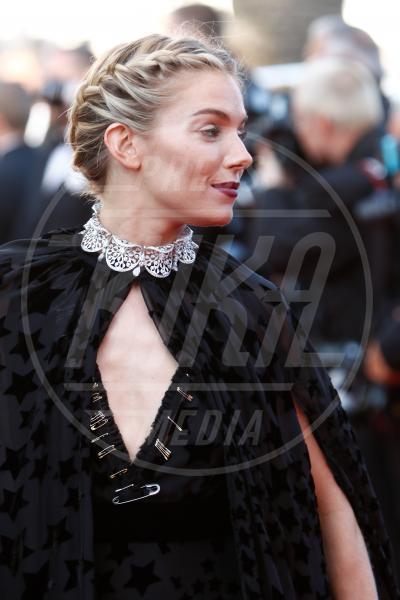 Sienna Miller - Cannes - 17-05-2015 - Cosa ti metti in testa per le feste? Prova con la treccia...