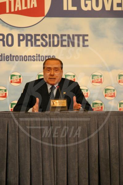 Silvio Berlusconi - Napoli - 22-05-2015 - Paura per Berlusconi, caduto a Portofino: dimesso dopo la sutura
