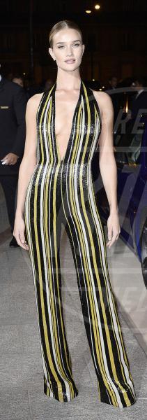 Rosie Huntington-Whiteley - Parigi - 01-10-2014 - Chrissy Teigen Rosie Huntington-Whiteley: chi lo indossa meglio?