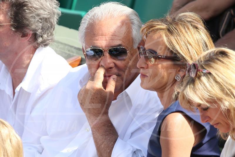 Myriam L'Aouffir, Dominique Strauss Kahn - Parigi - 30-05-2015 - Star come noi: beccati con le dita nel naso!