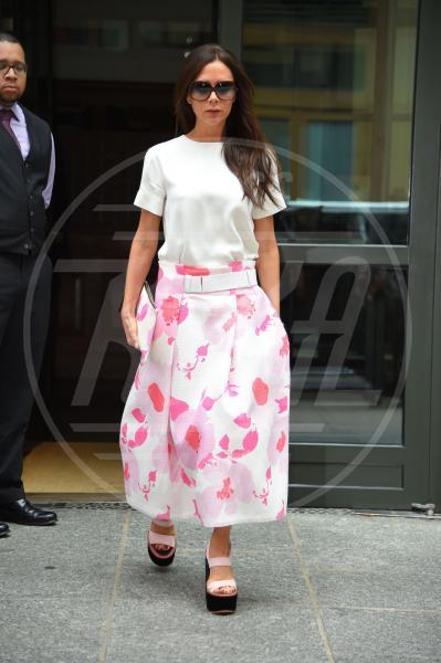 Victoria Beckham - New York - 04-06-2015 - Le celebrity? Sul red carpet e fuori sono regine di... fiori!