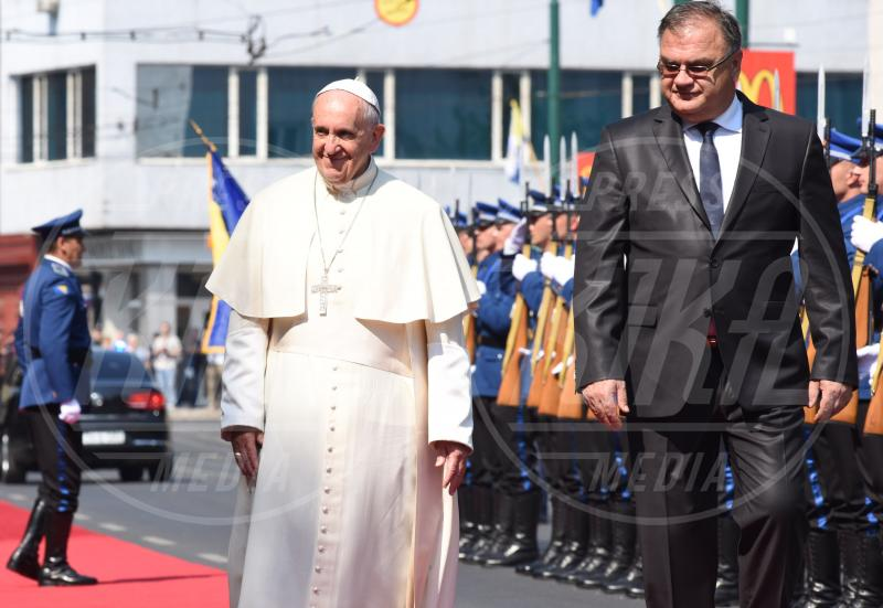Papa Francesco - Sarajevo - 06-06-2015 - Donald Trump supera Hillary Clinton, ma ha il Papa contro