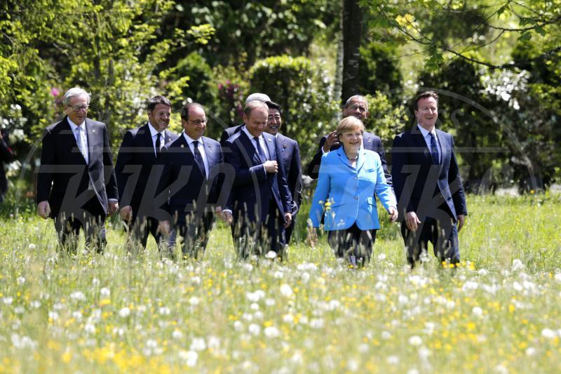 Shinzo Abe, Jean-Claude Juncker, François Hollande, Donald Tusk, Matteo Renzi, Stephen Harper, David Cameron, Angela Merkel, Barack Obama - Krün - 07-06-2015 - Al via il G7: padrona di casa Angela Merkel