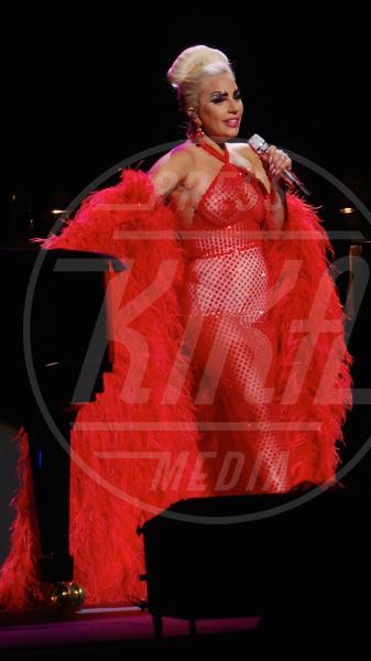 Lady Gaga - Londra - 08-06-2015 - Arriva la tendenza pasties: i cerotti copricapezzoli delle star!