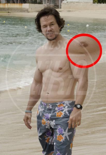 Mark Wahlberg - Barbados - 27-12-2014 - Le star che non sapevate avessero particolari difetti fisici