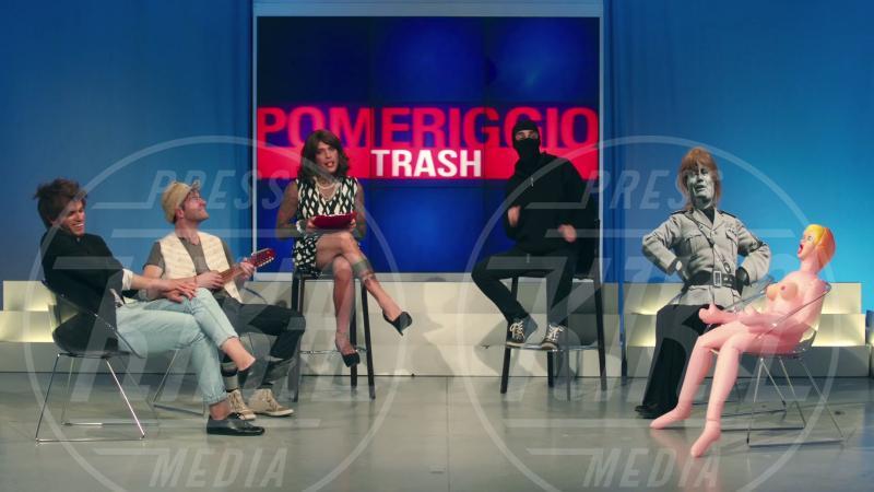 Fedez, J-Ax - 15-06-2015 - Rocco Siffredi, Salvini e Brumotti nel nuovo video di Fedez