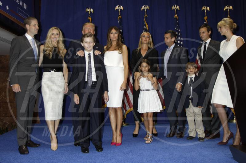family members, with dad Donald trump, Barron Trump, Eric Trump, Donald Trump Jr., Tiffany Trump, Ivanka Trump, Donald Trump - New York - 16-06-2015 - Tiffany Trump: niente foto con papà Donald, è