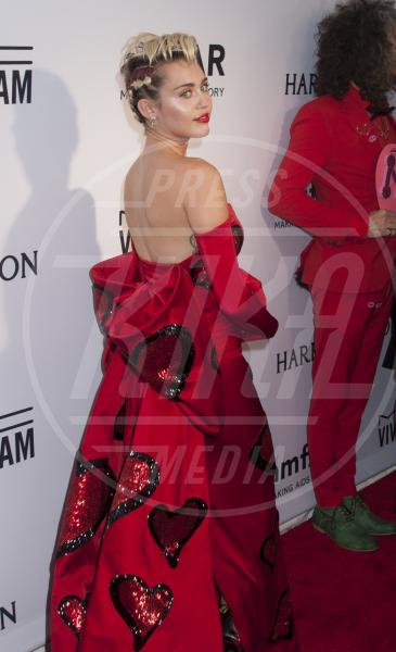 Miley Cyrus - New York - 17-06-2015 - Il look di San Valentino? Pieno di baci... e di cuori!