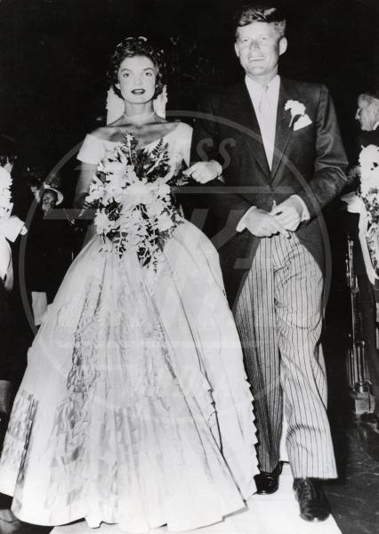 John Fitzgerald Kennedy, Jacqueline Kennedy - Newport - 12-09-1953 - Le star che non sapevi fossero rimaste vedove da giovani