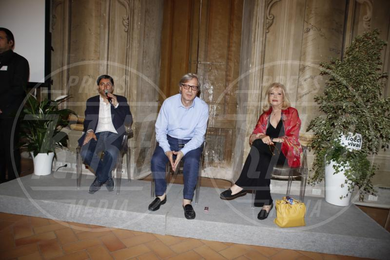 Vittorio Sgarbi, Amanda Lear - Spoleto - 27-06-2015 - Amanda Lear presenta le sue opere d'arte al Festival di Spoleto