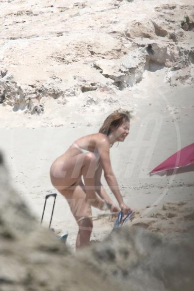 Violante Placido - Formentera - 30-06-2015 - Violante Placido si da' al nudismo a Formentera