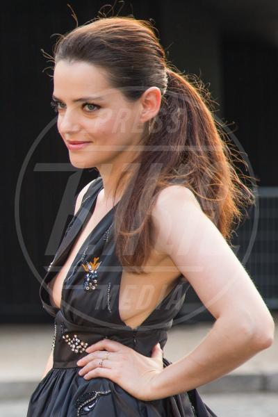 Roxane Mesquida - Parigi - 04-07-2015 - Il wardrobe malfunction colpisce ancora