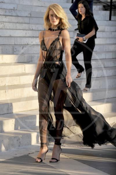 Rosie Huntington-Whiteley - 05-07-2015 - Sotto il vestito niente? Giudicate voi