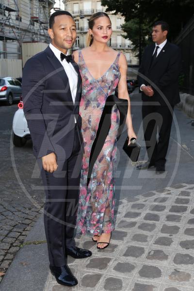 Chrissy Teigen, John Legend - Parigi - 06-07-2015 - John Legend acquista la villa di Rihanna a Beverly Hills