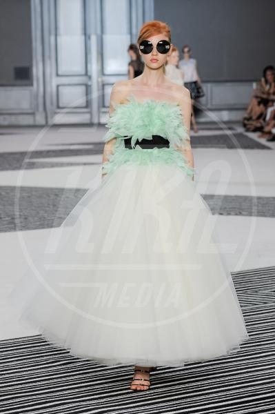Giambattista Valli, Sfilata, Modella - Parigi - 06-07-2015 - Jennifer Lopez e Chiara Ferragni, chi lo indossa meglio?