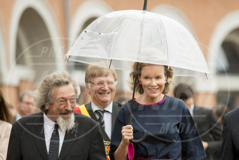 Mathilde  del Belgio - 15-07-2015 - Star come noi: la pioggia non guarda in faccia a nessuno