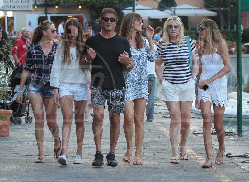 Sistine Stallone, Scarlet Stallone, Sophia Stallone, Jennifer Flavin, Sylvester Stallone - Portofino - 13-02-2042 - Sylvester Stallone, beato tra le (sue) donne a Portofino