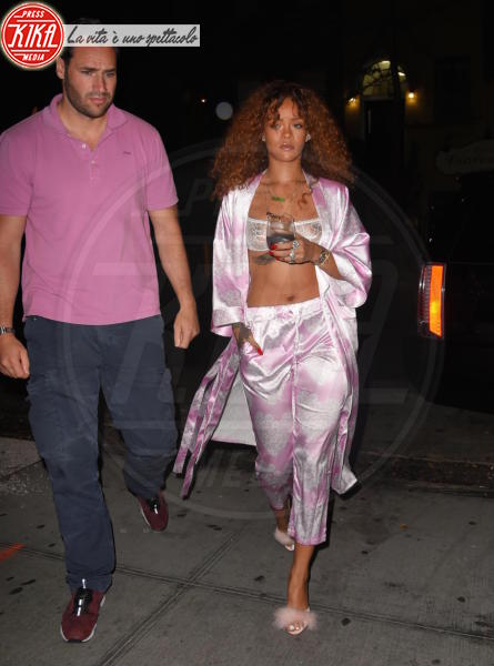 Rihanna - New York - 18-07-2015 - Star come noi, la mattina resto in pigiama!