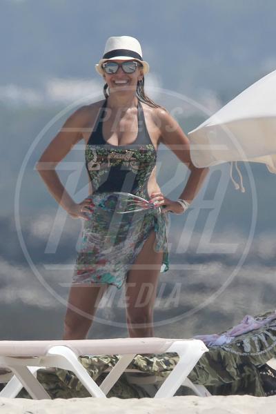 Barbara D'Urso - Formentera - 18-07-2015 - Barbara D'Urso, palpatina da una donna a Formentera