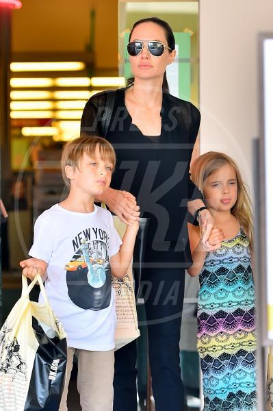 Vivienne Jolie-Pitt, Knox Leon Jolie Pitt, Angelina Jolie - Los Angeles - 19-07-2015 - Anjelina Jolie presto potrebbe salire sull'Orient Express...