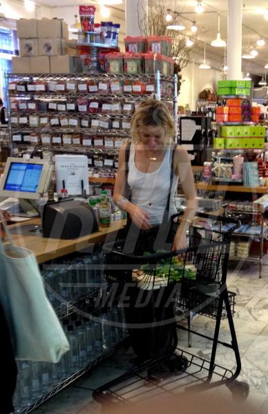 Sienna Miller - New York - 21-07-2015 - Star come noi: è il momento di fare la spesa!