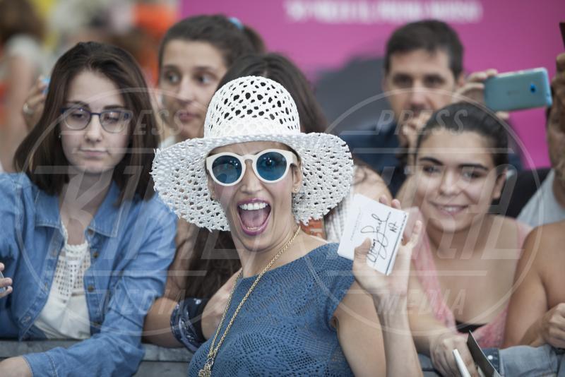 Nina Zilli - Giffoni Valle Piana - 23-07-2015 - Nina Zilli, parrucca rosa per Pink is good, contro i tumori