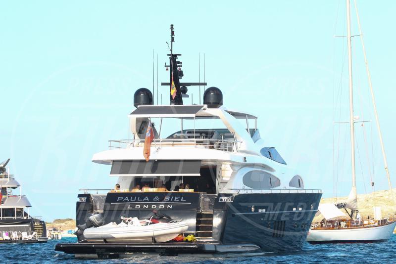 yacht Neymar - Formentera - 28-07-2015 - Neymar, altro che farfallone: eccolo con la fidanzata storica
