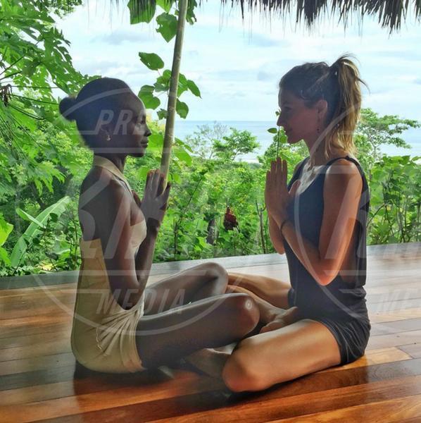 Gisele Bundchen - 02-08-2015 - Star come noi: lo yoga è ancora più necessario