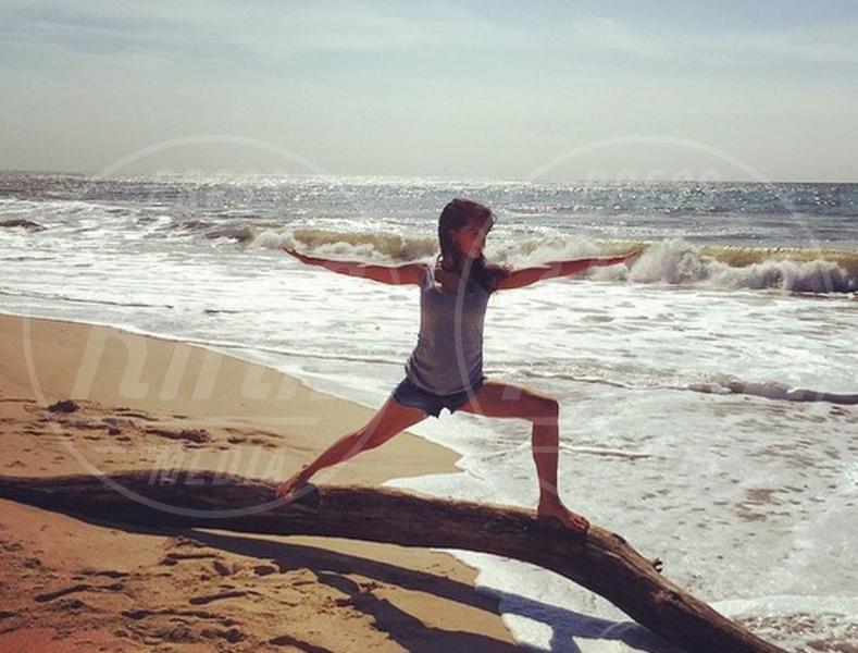 Hilaria Baldwin - 02-08-2015 - Star come noi: lo yoga è ancora più necessario
