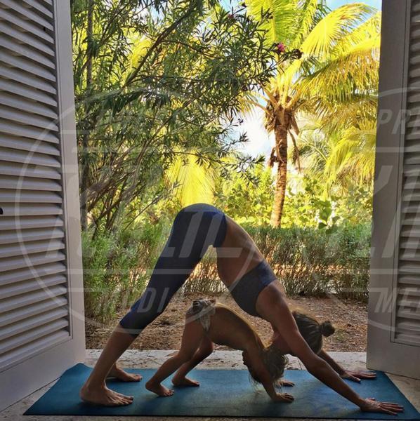 Gisele Bundchen - 02-08-2015 - Ma dove vai... se lo yoga non lo fai?