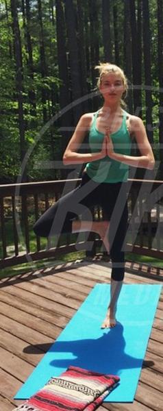 Martha Hunt - 02-08-2015 - Star come noi: lo yoga è ancora più necessario