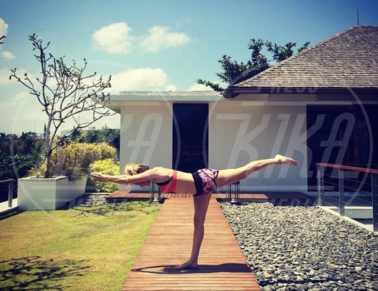 Ellie Goulding - 02-08-2015 - Star come noi: lo yoga è ancora più necessario