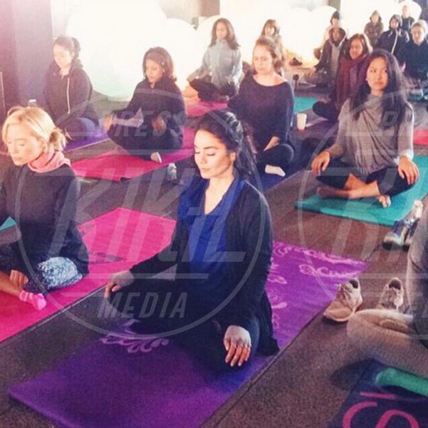 Vanessa Hudgens - 02-08-2015 - Ma dove vai... se lo yoga non lo fai?