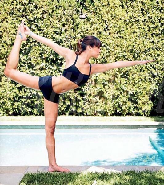 Lea Michele - 02-08-2015 - Star come noi: lo yoga è ancora più necessario