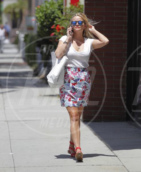 Reese Witherspoon - Santa Monica - 05-08-2015 - Le celebrity? Sul red carpet e fuori sono regine di... fiori!
