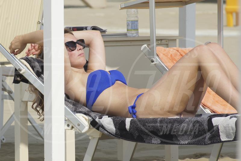 Maria Elena Boschi - Marina di Pietrasanta - 09-08-2015 - Maria Elena Boschi in bikini non può nascondere la cellulite