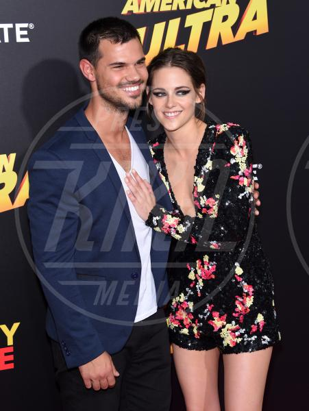 Kristen Stewart, Taylor Lautner - Los Angeles - 18-08-2015 - Twilight saga, nuovo libro, ruoli invertiti