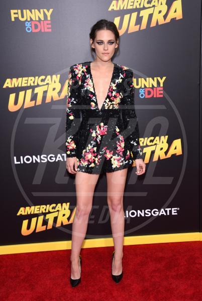 Kristen Stewart - Los Angeles - 18-08-2015 - Le celebrity? Sul red carpet e fuori sono regine di... fiori!