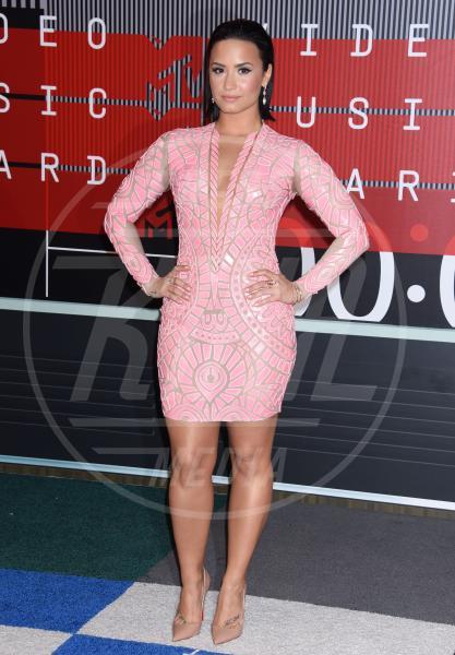 Demi Lovato - Los Angeles - 30-08-2015 - Le celebrity? Tutte romantiche belle in rosa!
