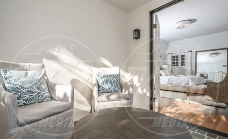 Dita Von Teese - Los Feliz - 01-09-2015 - Dita von Teese compra casa a Los Feliz in stile Tudor