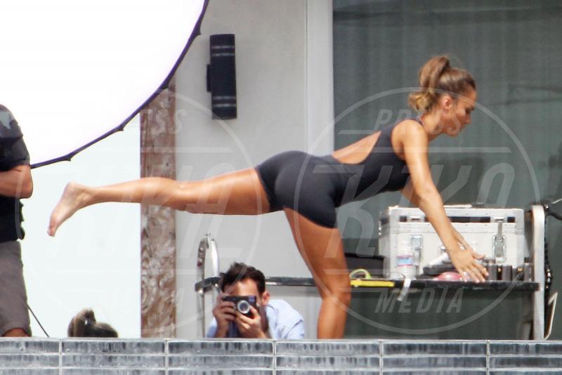 Jessica Alba - Los Angeles - 01-09-2015 - Ma dove vai... se lo yoga non lo fai?