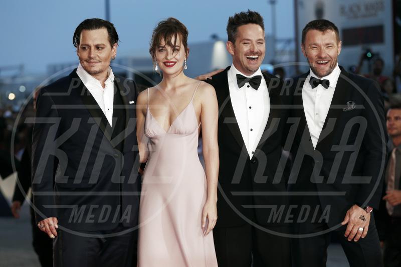 Dakota Johnson, Scott Cooper, Joel Edgerton, Johnny Depp - Venezia - 04-09-2015 - Venezia 2015: quanto è gonfio Johnny Depp?