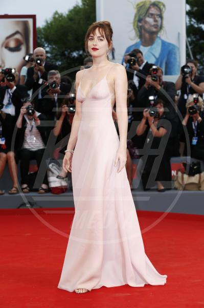Dakota Johnson - Venezia - 04-09-2015 - Venezia 2015: quanto è gonfio Johnny Depp?