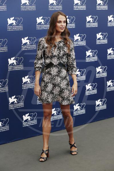 Alicia Vikander - Venezia - 05-09-2015 - Le celebrity? Sul red carpet e fuori sono regine di... fiori!