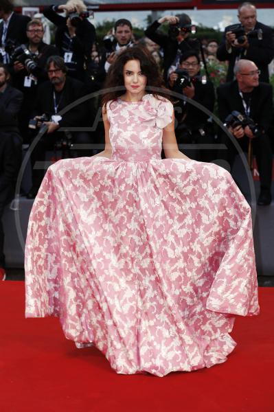 Whitney Cummings - Venezia - 05-09-2015 - Le celebrity? Tutte romantiche belle in rosa!