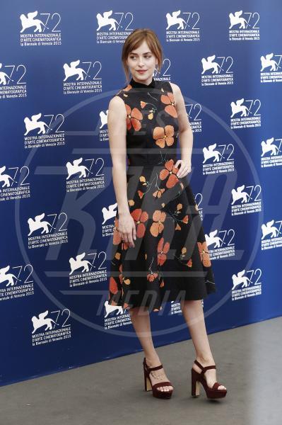 Dakota Johnson - Venezia - 06-09-2015 - Le celebrity? Sul red carpet e fuori sono regine di... fiori!