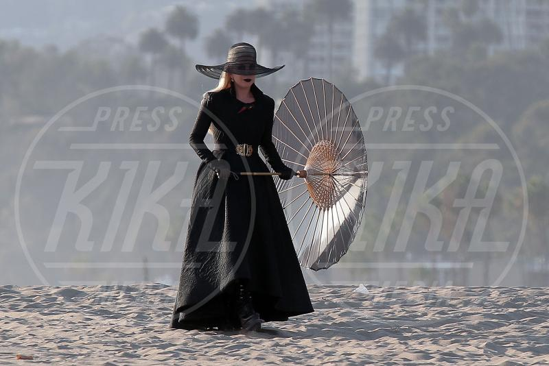 Lady Gaga - Los Angeles - 09-09-2015 - Lady Gaga in versione contessa-vampira per American Horror Story
